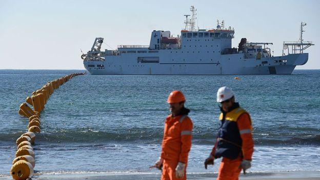 La disponibilidad de buques cableros cerca del lugar puede hacer que la reparación se retrase. BORIS HORVAT/AFP/GETTY IMAGES