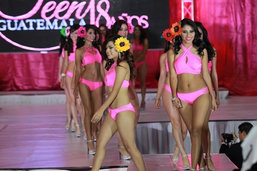 Las candidatas lucieron sus figuras en traje de baño. (Foto Prensa Libre, Estuardo Paredes)