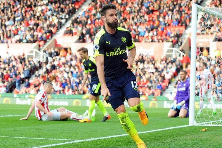 Giroud celebra luego de anotar el lapidario 4-1 sobe el Stoke. (Foto Prensa Libre: EFE)