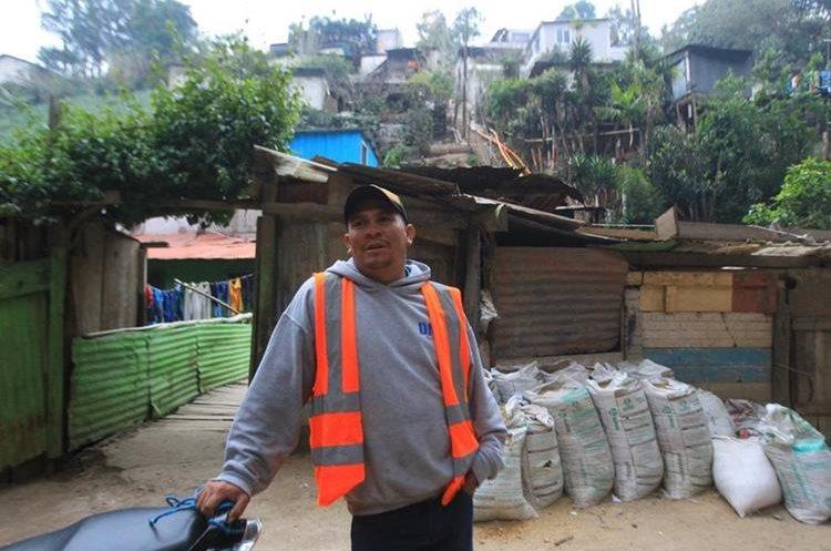 Para Jerónimo Muñoz, uno de los vecinos que viven cerca de Etapa 2, la educación y cuidados de los padres a sus hijos es vital. (Foto Prensa Libre: Álvaro Interiano)