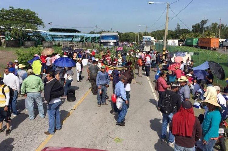 Inconformes impiden ingreso a Puerto Quetzal, Escuintla
