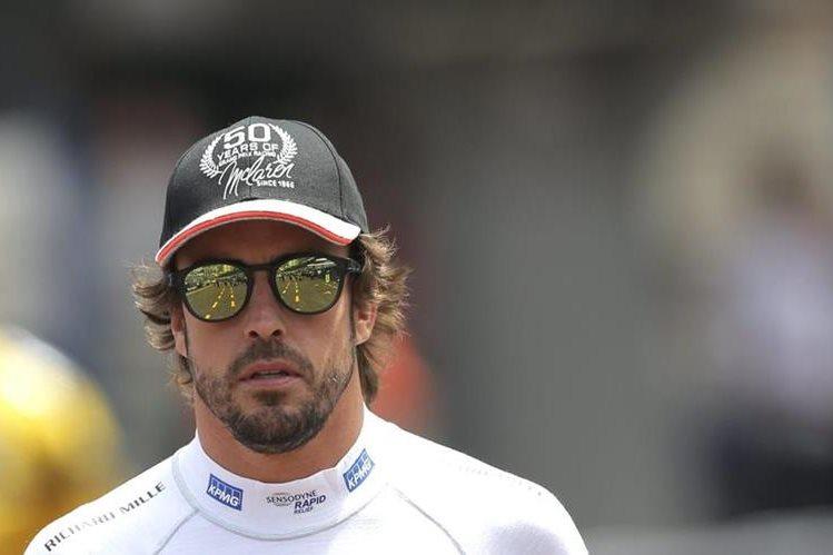 El piloto español captado en el circuito de Mónaco, donde se realizará el GP el domingo. (Foto Prensa Libre: EFE)