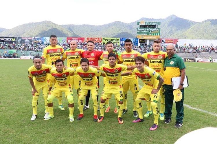 Este es el equipo titular de Marquense, que enfrentó a Antigua GFC en la jornada 1. (Foto Prensa Libre: Renato Melgar)