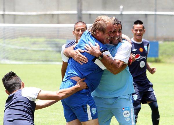 Carlos Ruiz y Rogelio Flores en el entreno de esta mañana con la Selección Nacional Sub 23 (Foto Prensa Libre: Edwin Fajardo)