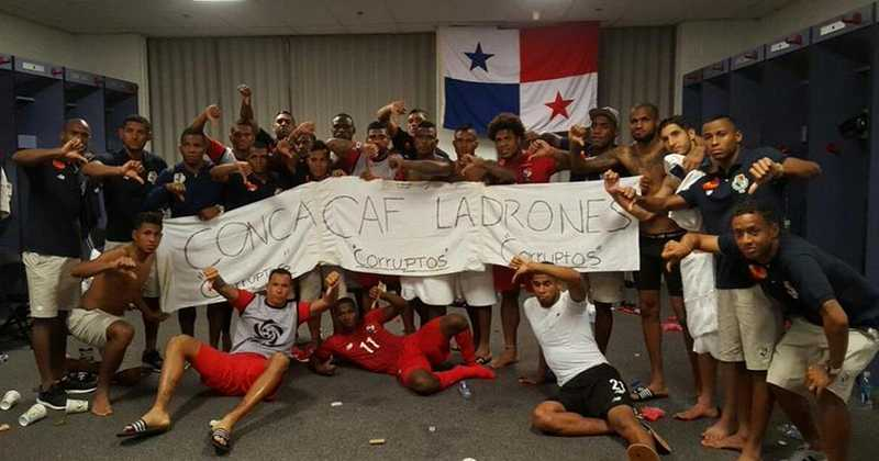 Así se expresaron los panameños después de ser eliminados por México en la Copa Oro 2015, en ese partido el arbitraje de Wálter López también fue polémico. (Foto Prensa Libre: Hemeroteca PL)