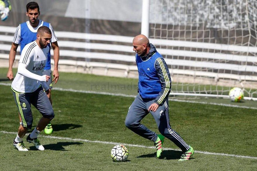 Zinedine Zidane también se entrena junto a sus jugadores. (Foto Prensa Libre: RealMadrid.com)