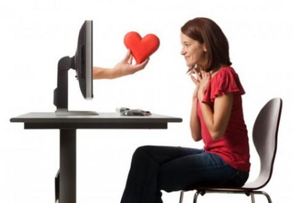 <p>Muchos buscan pareja por internet (Foto Prensa Libre: ARCHIVO).</p>
