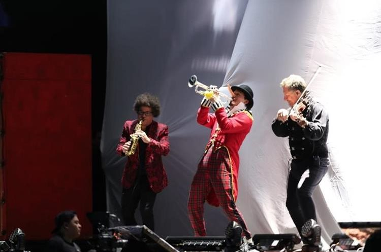 Panchorizo hace trío con músicos de Ricardo Arjona
