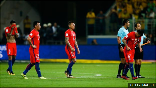 Chile dependía de sí mismo para clasificar, pero fue goleado por Brasil y quedó fuera del Mundial. (Foto Prensa Libre: BBC Mundo)