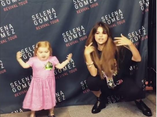 Selena Gómez compartió con su pequeña fan Audrey Nethery, víctima de leucemia. (Foto Prensa Libre: Instagram Selena Gómez)