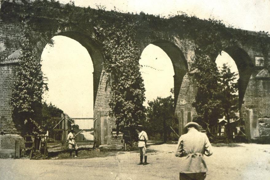 Foto histórica del acueducto, cortesía del Museo Nacional de Historia.