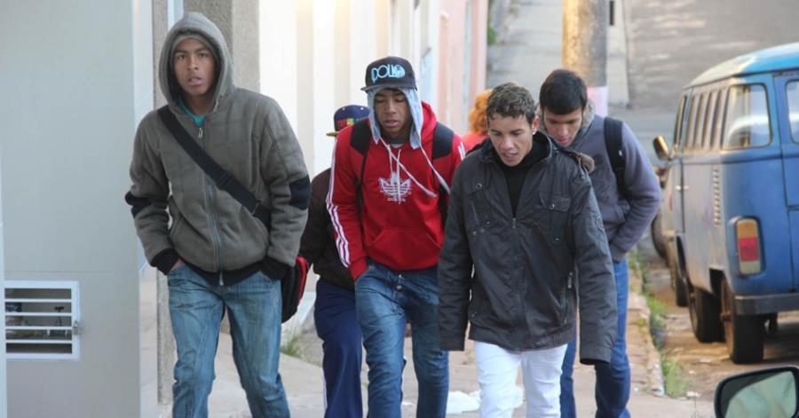 Brasileños afectados por las temperaturas negativas registradas en Paraná.