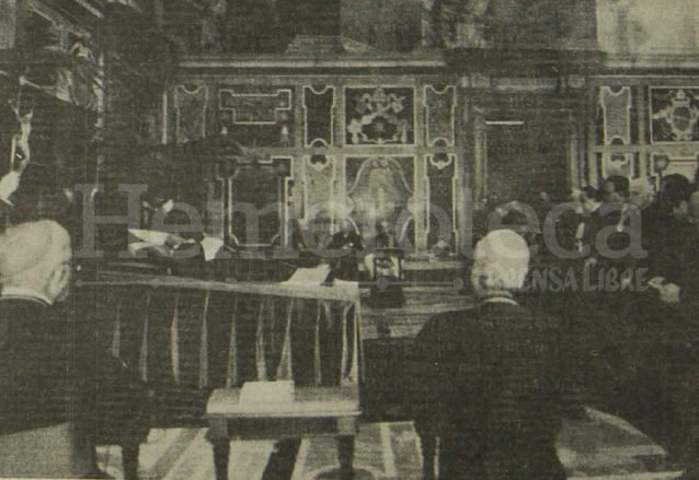 El cadáver del Papa Juan Pablo I es velado en el Salón Clementino por los Cardenales previo a ser trasladado al interior de la Basílica de San Pedro. (Foto: Hemeroteca PL)