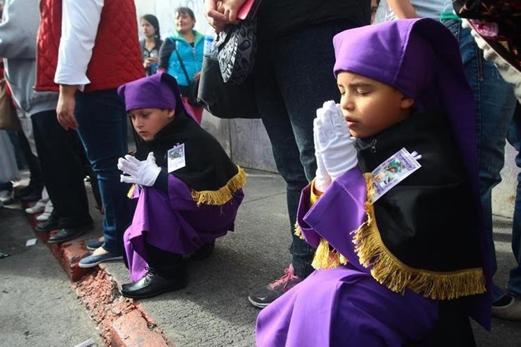 La comunicación es clave para inculcar la devoción en los niños. (Foto Prensa Libre: Álvaro Interiano).