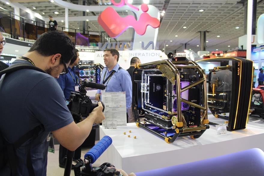 D-Frame 2.0 son computadoras que incluyen tecnología de enfriamiento con nitrógeno. (Foto Prensa Libre: Cristian Dávila).
