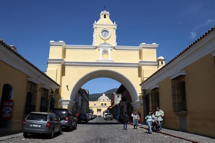 La edición 17 del Festival de la Calle del Arco de Antigua Guatemala, Sacatepéquez, es uno los eventos más esperados para despedir el año. (Foto Prensa Libre: Julio Sicán)