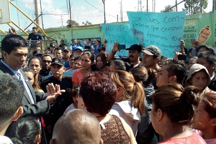 Vecinos protestan en 2016 ante la amenaza de desalojo de asentamiento. (Foto: Hemeroteca PL)