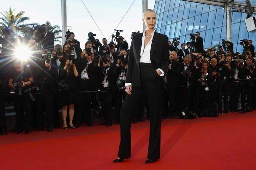 La actriz sudafricana Charlize Theron posa a su llegada a Cannes. (Foto Prensa Libre: EFE)