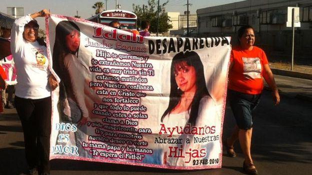 """""""Los hombres son muy machistas, piensan que las mujeres son de su propiedad, piensan que son un objeto, aquí en Ciudad Juárez ser mujer es un delito"""", dice Norma Ortega. RED MESA DE MUJERES"""