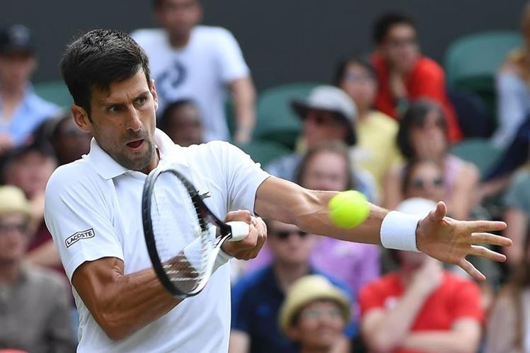 Djokovic se benefició de la retirada del eslovaco Martin Klizan cuando dominaba por 6-3 y 2-0, lesionado en la pantorrilla. (Foto Prensa Libre: AFP)