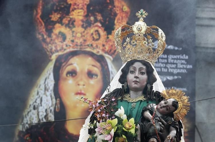 Continúan las actividades en honor a la Virgen del Rosario. (Foto Prensa Libre: Fred Rivera)