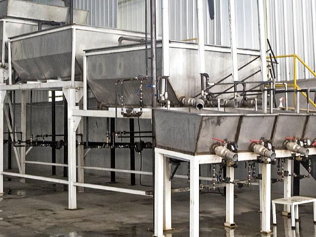 La industria de panela del país invierte en tecnificar parte de su proceso aunque depende aún del trabajo artesanal. (Foto Prensa Libre: Cortesía Comité de Panela de Agexport)