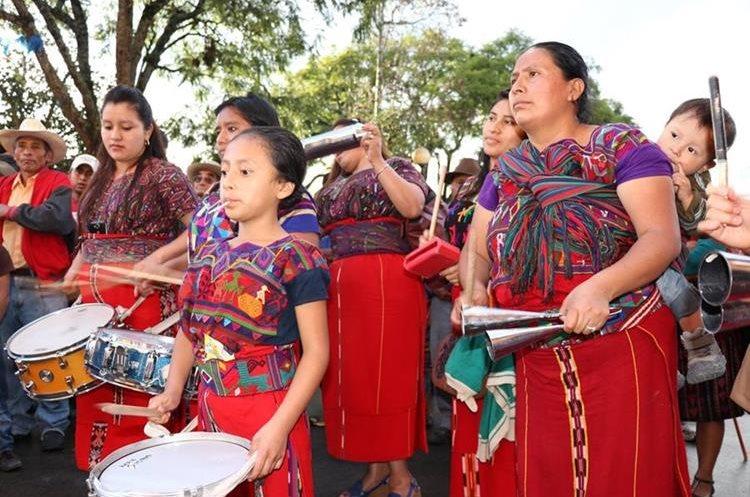 La batucada Ixil apoyó la manifestación contra la corrupción. (Foto Prensa Libre: Héctor Cordero)