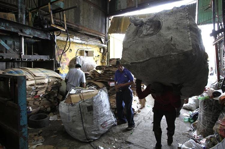 En Guatemala la industria del reciclaje gana aceptación. (Foto Prensa Libre: Carlos Hernández Ovalle)