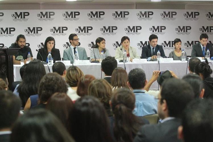 en conferencia de prensa los estudiantes respaldaron la labor del MP. (Foto Prensa Libre: Álvaro Interiano)