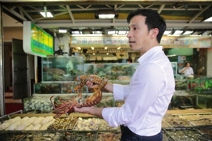 Para que su restaurante sea sostenible tendrían que tachar el 70% del contenido del menú, dicen expertos. (Foto Prensa Libre: AFP).