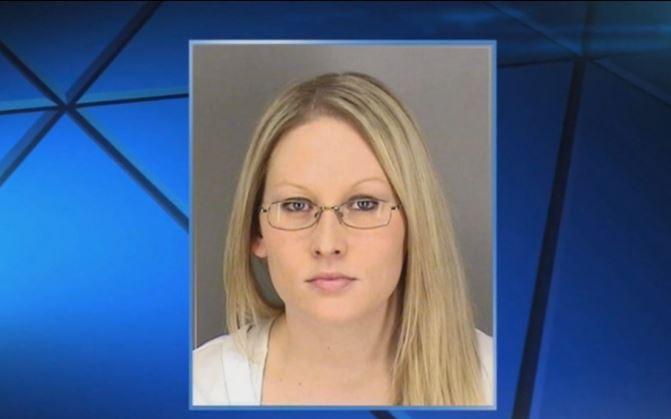 Jackqueline Eide, de 33 años, ya tenía antecedentes por comportamiento agresivo bajo los efectos de alcohol. (Foto: msn.com)