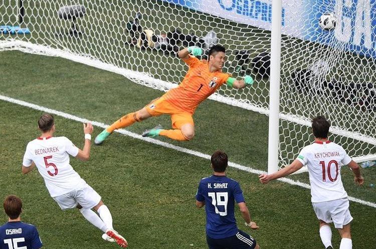 Jan Bednarek anota el gol con el que Polonia superó a Japón. Los únicos tres puntos que sumaron los polacos en la Copa del Mundo. (Foto Prensa Libre: AFP)