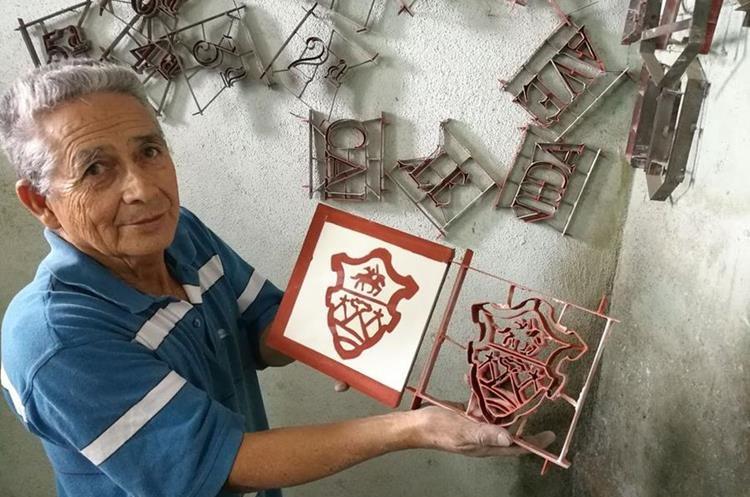 Los nuevos modelos tendrán además el escudo de la Municipalidad de Guatemala. (Foto PRENSA LIBRE: José Luis Escobar).