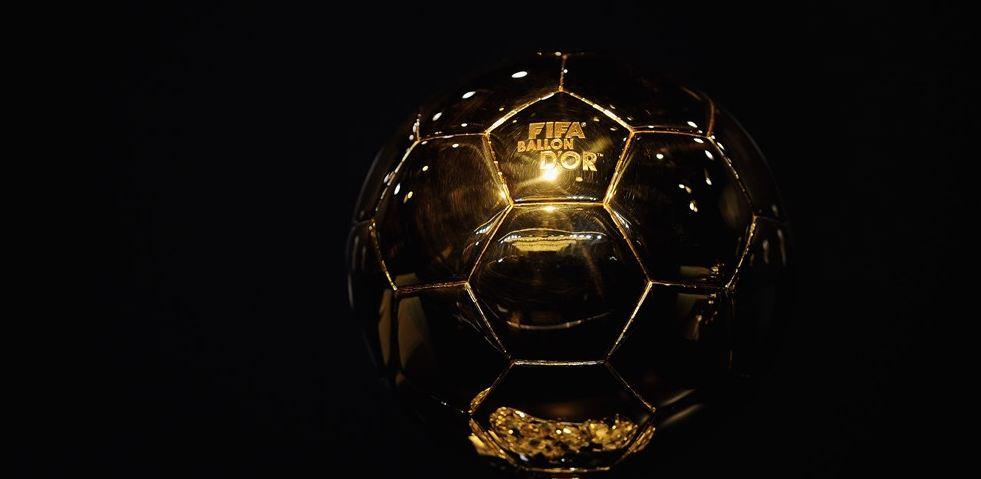 Este es el trofeo que se entregará a Ronaldo, Messi y Neymar en la gala del próximo 11 de enero de 2016. (Foto Prensa Libre: www.fifa.com)