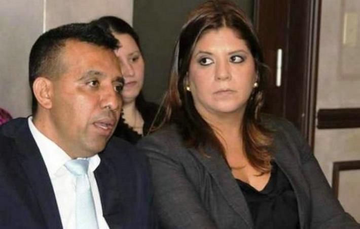 Lena Gutiérrez, acompañada de su abogado Andrés Asfura.