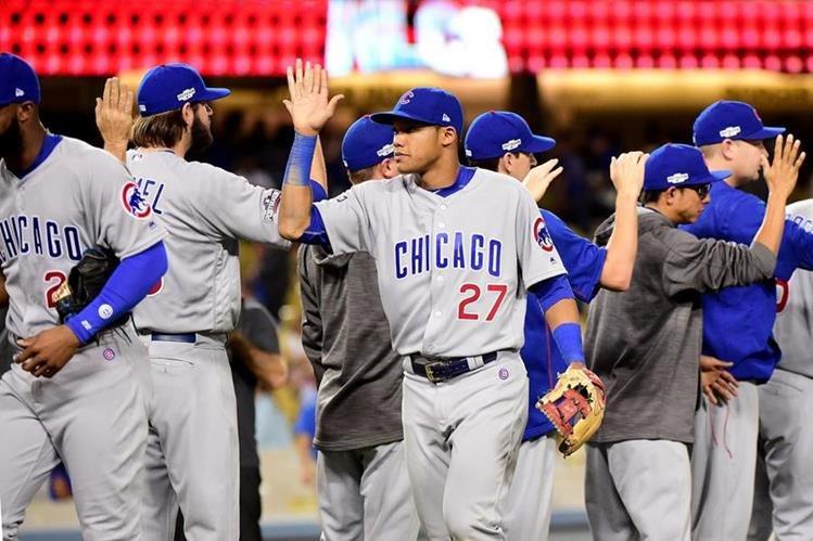 Así festejaron los jugadores de los Cachorros. (Foto Prensa Libre: AP)