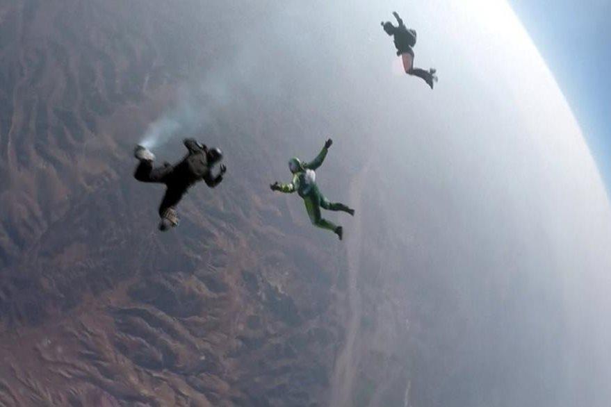 El hombre y sus acompañantes descienden desde 25 mil pies de altitud, unos siete mil metros. (Foto Prensa Libre: AP).