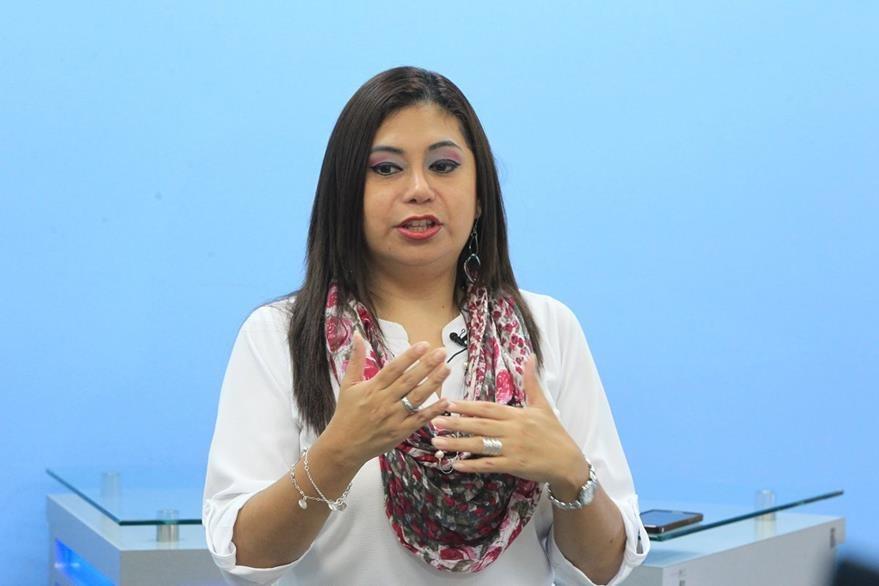 La psicóloga y sexóloga Yosahandi Alcalá,  durante el programa en línea El Consultorio. (Foto Prensa Libre, Esbin García).
