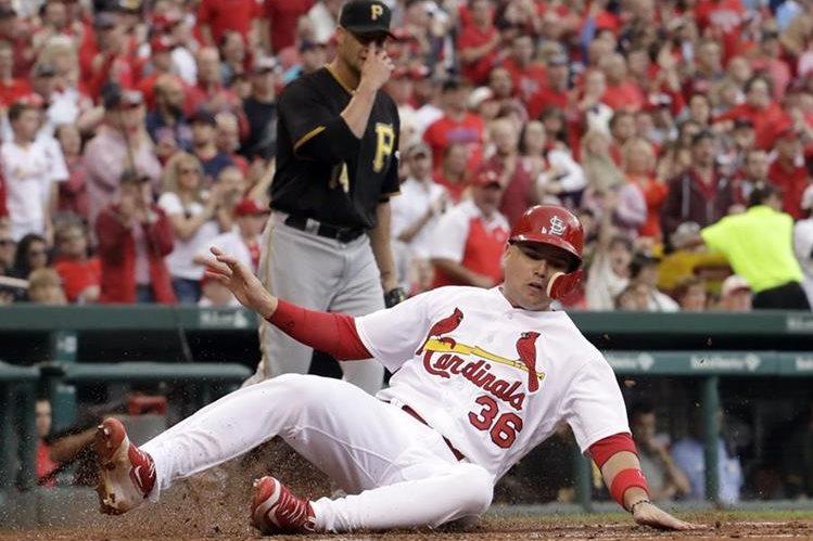 Los Cardinals ganaron pero no les fue suficiente para avanzar a los playoffs. (Foto Prensa Libre: AP)