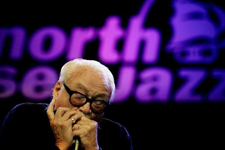 El emblemático músico de jazz belga Toots Thielemans deja un legado cultural. (Foto Prensa Libre: AFP)