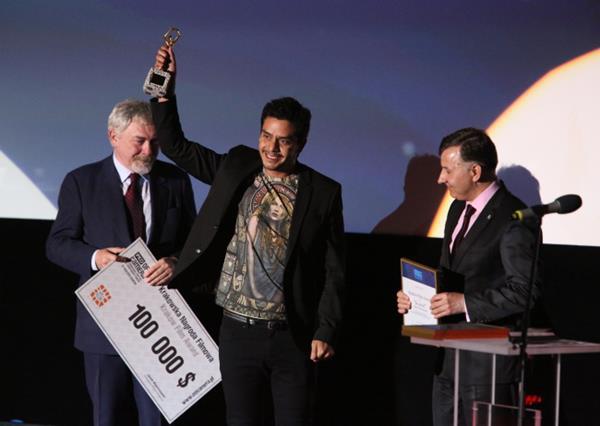 El cineasta guatemalteco Jayro Bustamante recibió el premio en la sección Making Way del festival de cine independiente. (Foto Prensa Libre thenews.pl)