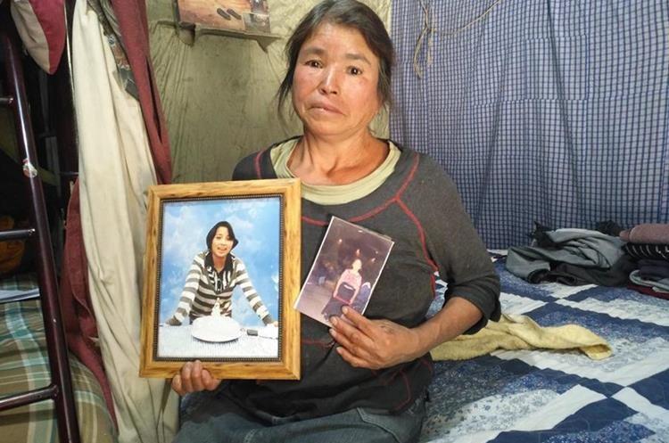 Abuela recuerda a Yohana Desiré Cuy Matzar, una de las víctimas de la tragedia en el Hogar Seguro. (Foto Prensa Libre: Ángel Julajuj)