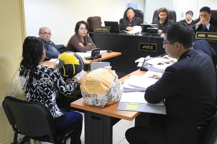 El Ministerio Público presenta ante el Tribunal de Femicidio las pruebas contra Otto Alejandro Pivaral Dardón, acusado por la muerte de su esposaIngrid Gabriela Conedera Vargas. (Foto Prensa Libre: Esbin García)