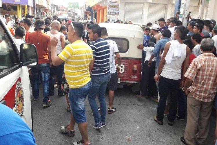 El exalcalde Juan Raúl Fuentes fue ultimado en el centro de Malacatán, San Marcos. (Foto Prensa Libre: Bomberos Voluntarios)