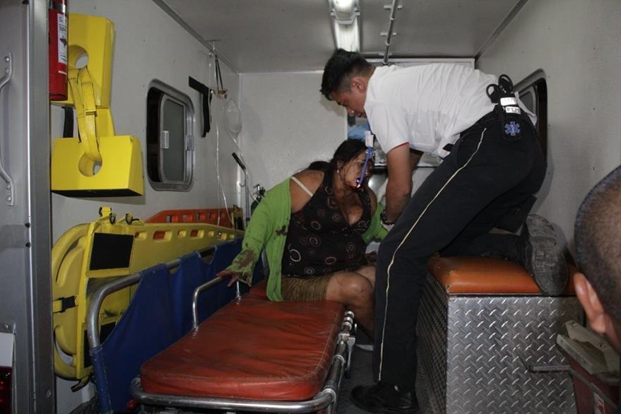 Las mujeres heridas fueron trasladadas al Hospital Nacional de Jutiapa. (Foto Prensa Libre: Óscar González)