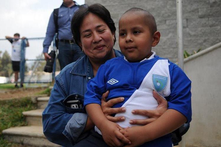Diego Pérez y su familia han librado una batalla contra la leucemia. (Foto Prensa Libre: Hemeroteca PL)