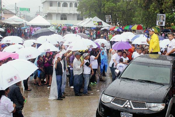 Unas 500 personas participaron en mitin de Roberto González. (Foto Prensa Libre: Hugo Oliva)