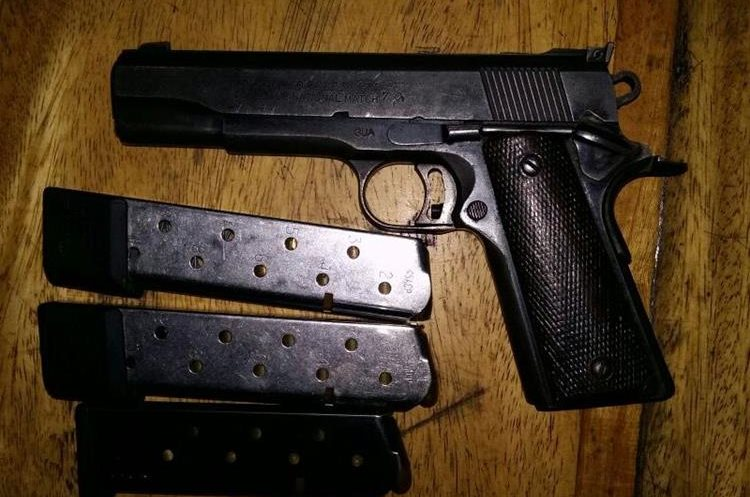 Una de las armas decomisadas a los presuntos delincuentes en Nueva Concepción, Escuintla. (Foto Prensa Libre: PNC).