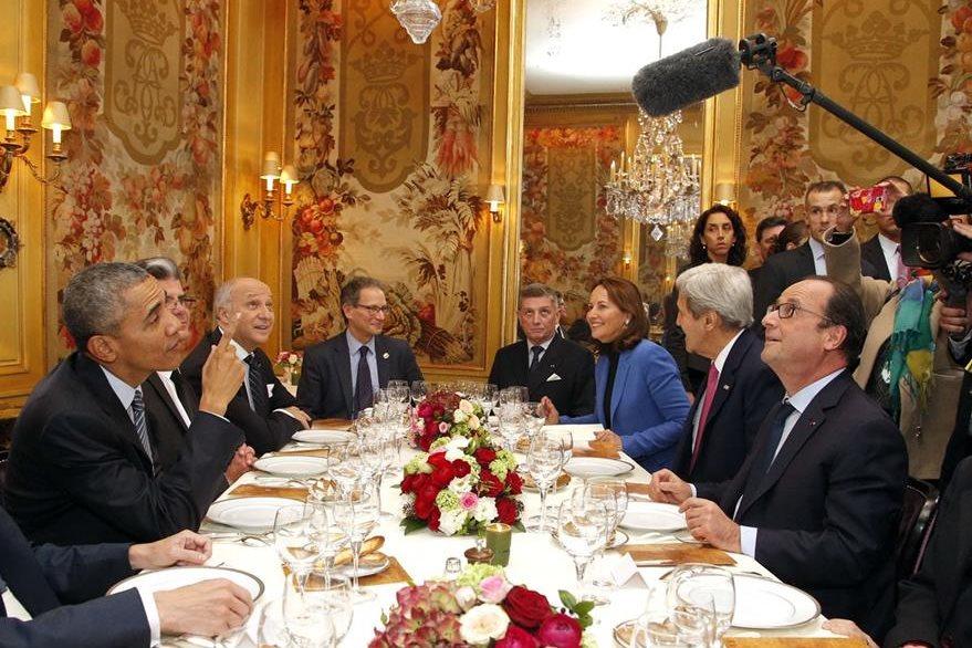 Obama bromea con su homólgo francés. (Foto Prensa Libre: AFP).