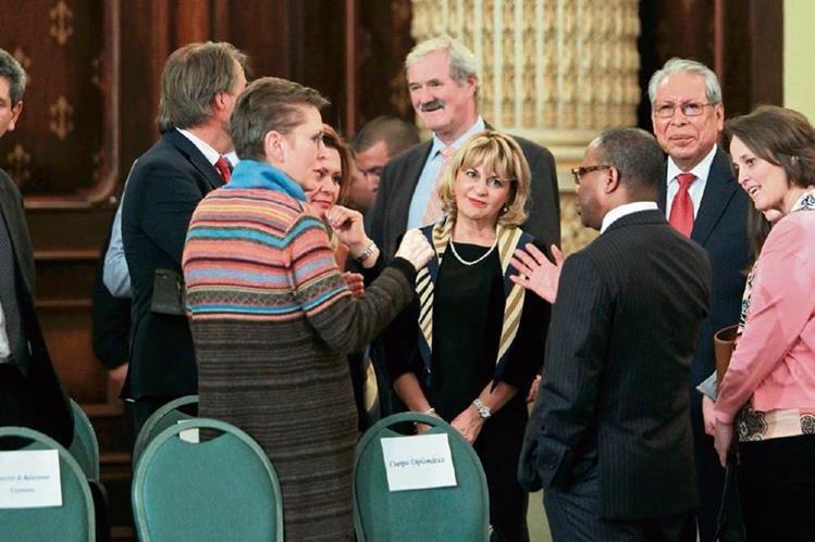 Embajadores y funcionarios fueron invitados a la juramentación del nuevo Superintendente de Administración Tributaria, Francisco Solórzano, el miércoles último. (Foto Prensa Libre: Hemeroteca PL)